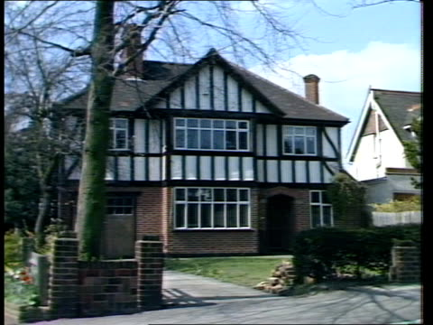 itn se london gv street in quiet neighbourhood pan rl to house where jacqueline mcavoy lived prior to moving ms mocktudor detached house which... - mat stock videos and b-roll footage