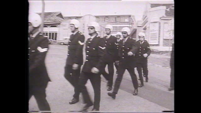 brisbane exhibition ground thin crowd police line fence / police grouped / police march on field / riot police wearing helmets enter ground / police... - 1971 stock-videos und b-roll-filmmaterial