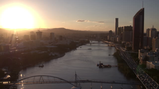 brisbane river, brisbane city, queensland, australia - overhead view stock videos & royalty-free footage