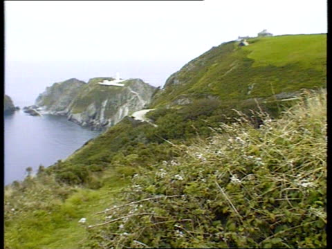 stockvideo's en b-roll-footage met bristol missing boys rescued naf location unknown tgv small coastal village as traffic along tls cars parked on beach camera on boat lundy island ls... - devon