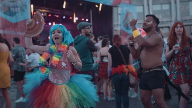 bristol pride festival 2018: people dancing at lgbt music festival. - イングランド南西部点の映像素材/bロール