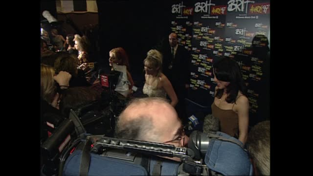 red carpet interviews part one england london earl's court mel c chatting / other members of the spice girls victoria adams emma bunton geri... - geri horner stock videos & royalty-free footage