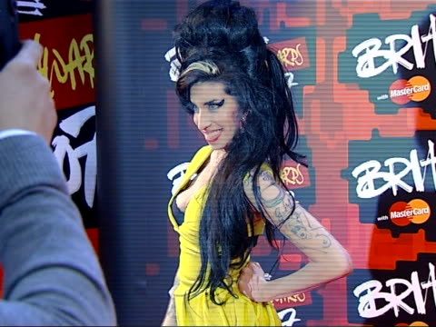 photocalls and interviews amy winehouse photocall - ブリット・アワード点の映像素材/bロール