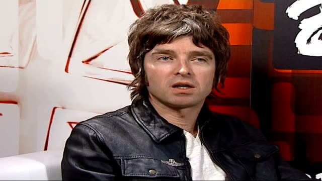 brit awards broadcast live for first time in 18 years london earl's court brit awards 2007 int noel gallagher interview sot somebody somewhere is... - live broadcast stock videos & royalty-free footage