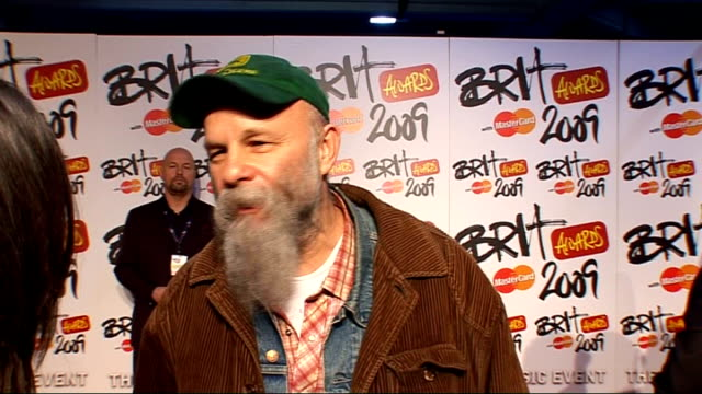 interviews seasick steve interview sot on busking at earls court station doesnt' really know what the event is all about looking forward to the food... - earls court stock videos & royalty-free footage