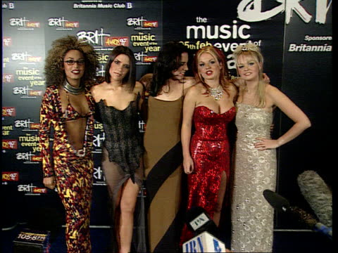 vídeos de stock e filmes b-roll de spice girls and manic street preachers stole the show last night aeen england london earl's court ms spice girls' photocall - spice girls