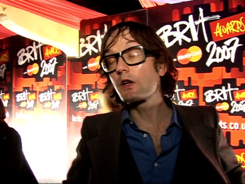 red carpet interviews jarvis cocker interview sot i was a bit surprised to be nominated but i thought i deserved it / i doubt very much that i will... - ブリット・アワード点の映像素材/bロール