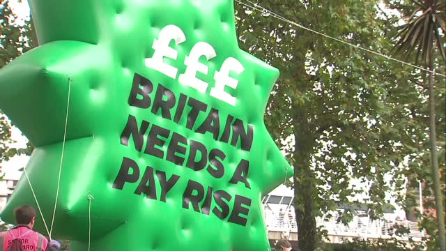 britain's lowestpaid workers are going to get a pay rise the national minimum wage will increase by 20p an hour to 6 pounds 70 in october it's the... - チャンセラー点の映像素材/bロール
