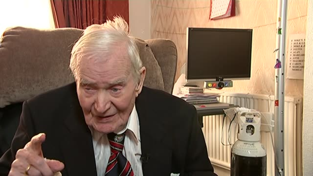 britain's oldest surviving prisoner of war faces eviction from his home north london int robbie clark interview sot now i'm getting on i can't go... - itvイブニングニュース点の映像素材/bロール