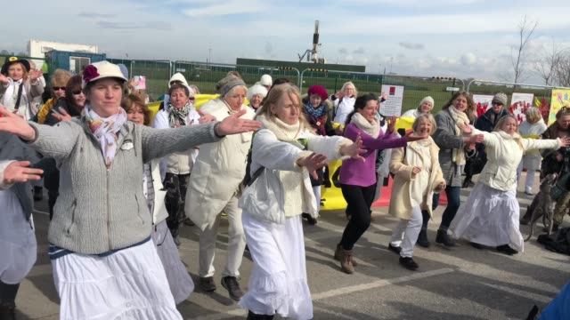 british actress emma thompson takes part in a protest march at the preston new road drill site where energy firm cuadrilla have set up fracking... - protesta anti fracking video stock e b–roll