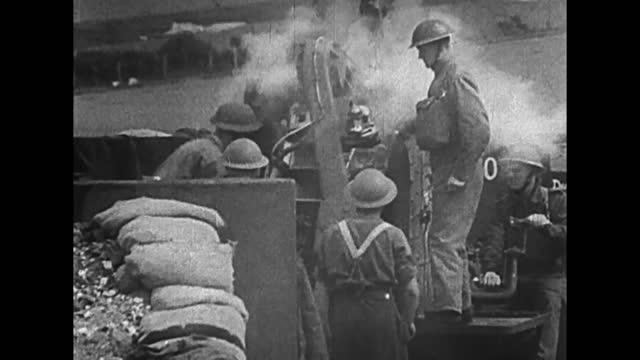 vídeos de stock, filmes e b-roll de british air defence in action during german air raid on dover area - air raid