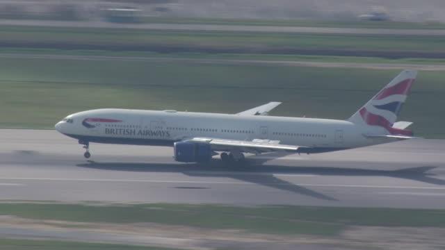 british airways plane landing at gatwick airport - landing touching down stock videos & royalty-free footage