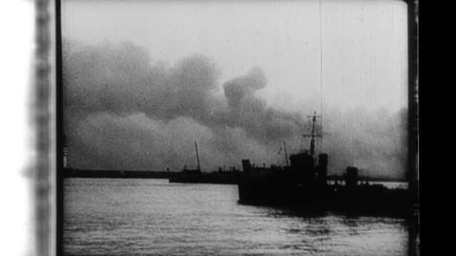 british and french troops board ships of all sorts as they flee the germans at dunkirk they smile when they're safely ashore in england - evakuierung von dünkirchen stock-videos und b-roll-filmmaterial