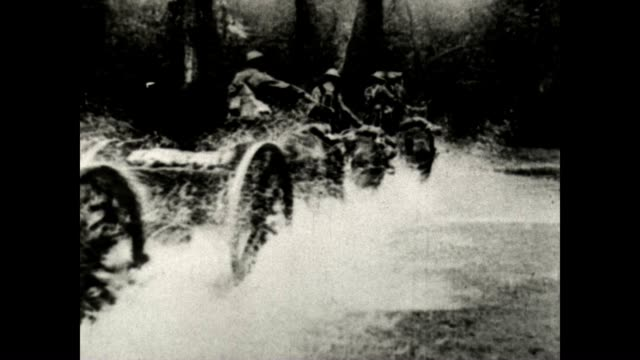 stockvideo's en b-roll-footage met british army artillery is rushed to the front in wwi from a signal corps official film - britse leger