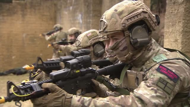 stockvideo's en b-roll-footage met british army to be cut with increased use of use of drones and technology; uk, dorset; general views of british troops taking part in training... - british military