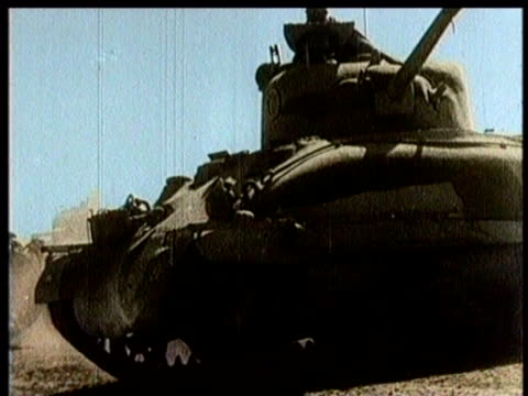 stockvideo's en b-roll-footage met british artillery fire / tanks from the united states roll ahead in the desert / the tanks nearly escape explosions / british soldiers run through... - pantservoertuig