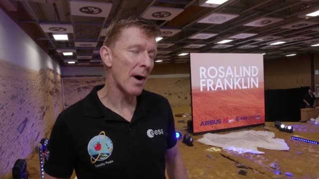 vídeos de stock e filmes b-roll de british astronaut major tim peake says there's a very strong possibility of finding evidence of past life on mars as the exomars rover is named after... - encontrar
