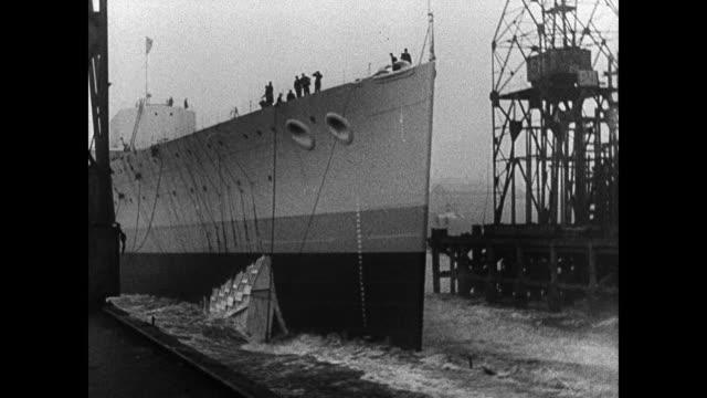 vidéos et rushes de british battleship at sea . cruiser launching from dock. battleships at sea. ship transmitting morse code signals via light. battleships mountains... - royal navy