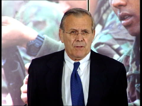 British citizens told to leave ITN ENGLAND London Ministry of Defence INT Donald Rumsfeld along to podium with Geoff Hoon MP beside Rumsfeld standing...