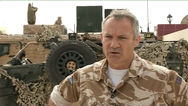 vídeos de stock e filmes b-roll de british commander responds to david miliband's 'stalemate' comment helmand province lashkar gar afghan children looking out from behind mud wall... - helmand