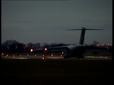 british detainees arrive home; england: northolt: raf northolt: ext/early evening ground to air raf plane carrying feroz abassi, richard belmar,... - moazzam begg stock videos & royalty-free footage