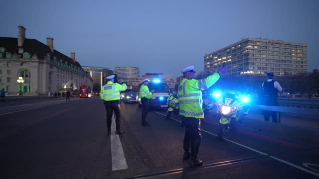 british emergency services are seen applauding nhs staff on westminster bridge on april 09 2020 in london england following the success of the clap... - westminster bridge stock-videos und b-roll-filmmaterial