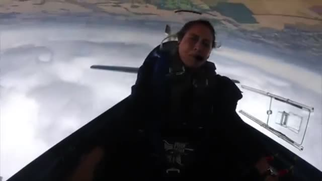 british female aerobatic pilot amelie windel endures negative g torture in her extra 300 stunt plane the plane can endure up to plus or minus 10 g... - altri temi video stock e b–roll