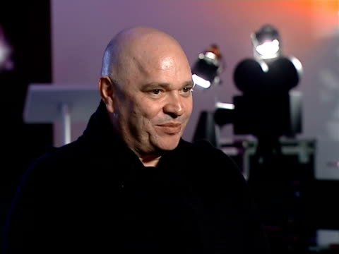 vidéos et rushes de british film institute plans to make part of archive available free to the public: bfi chairman anthony minghella interview; - problems with formats,... - anthony minghella