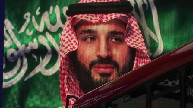 british firms hope to benefit from saudi crown prince's visit to uk england london ext electronic billboard 'he is bringing change to saudi arabia'... - prinz königliche persönlichkeit stock-videos und b-roll-filmmaterial