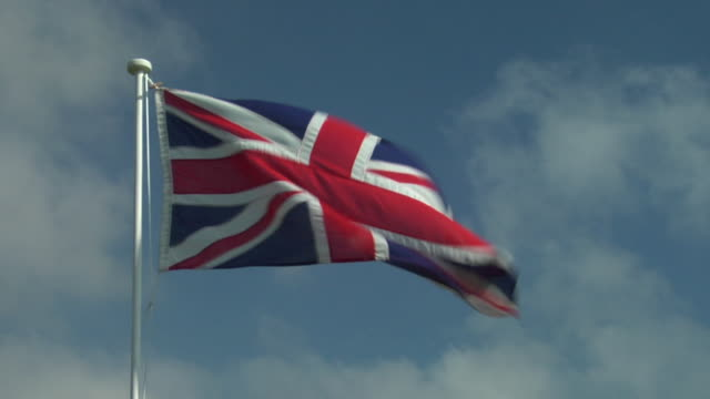 cu, la, british flag flapping against sky - bandiera del regno unito video stock e b–roll