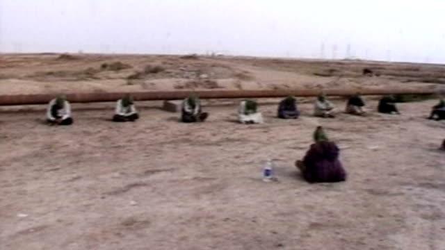 vidéos et rushes de british forces interrogation methods broke international law says army's former chief legal officer d0627639 basra ext iraqi prisoners hooded and... - interrogatoire