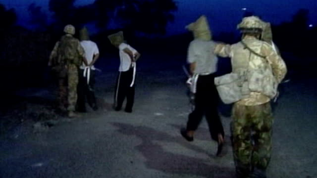 vidéos et rushes de british forces interrogation methods broke international law says army's former chief legal officer lib night hooded iraqis iraqi prisoners marched... - interrogatoire