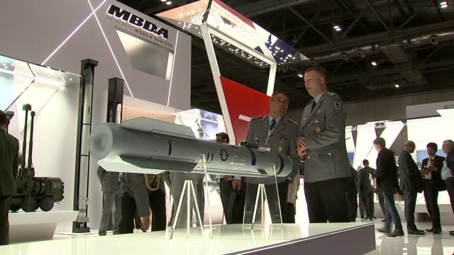 stockvideo's en b-roll-footage met british forces train members of saudi air force despite growing civilian casualties r15091501 excel centre bae systems stand at the defence and... - raket wapen