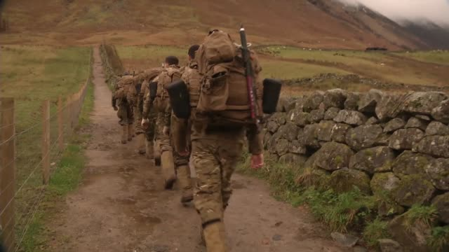 stockvideo's en b-roll-footage met british french and american marines participate in exercise green claymore across the scottish highlands december 2017 green claymore is a britishled... - rotsmuur