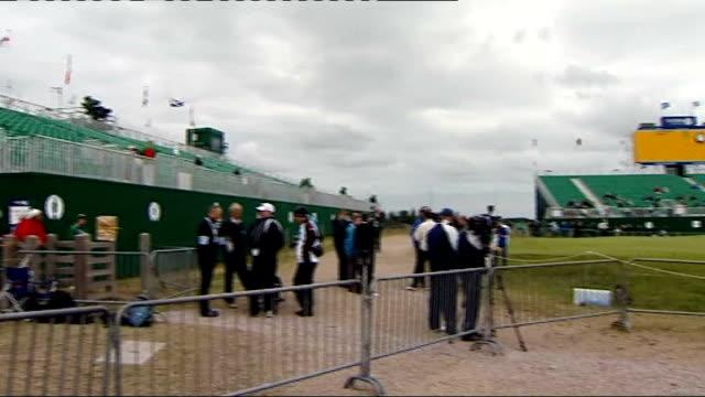 british golf open 2011: final practice sessions underway; england: kent: sandwich: royal st george's golf club: ext gv scoreboard / gvs flag 'open... - green di golf video stock e b–roll