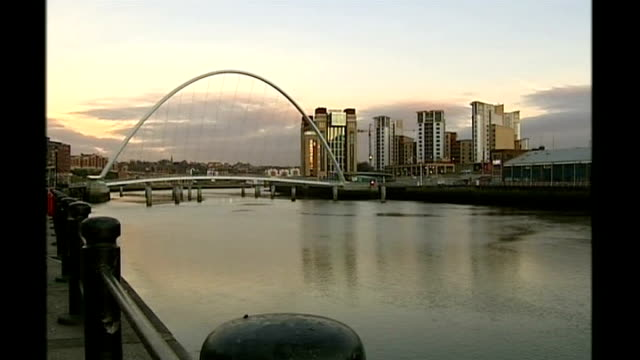 british gulf war veteran pleads guilty to manslaughter of four family members england newcastle upon tyne gateshead millennium bridge general view of... - river tyne stock videos & royalty-free footage
