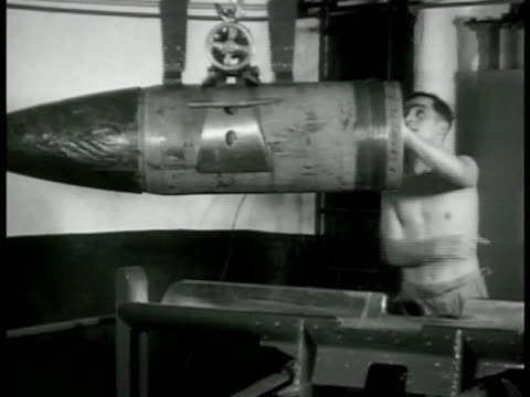 british gunner looking through cannon scopes ms topless worker instructing crane w/ bomb shell cu cannon machine mechanism sliding up into place ws... - fadenkreuz stock-videos und b-roll-filmmaterial