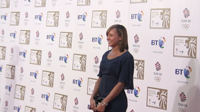 vídeos de stock e filmes b-roll de british heptathlete jessica *ennis* poses for snappers press upon arrival at the british olympic ball in london jessica ennis at the british olympic... - lutjanídeo