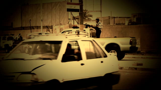 british hostage peter moore freed date shots of traffic along roads - 人質点の映像素材/bロール
