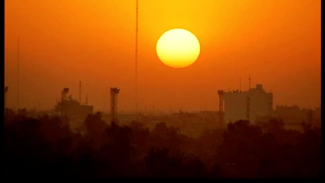 stockvideo's en b-roll-footage met baghdad ext sunset over baghdad skyline - bagdad