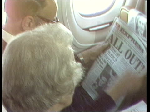 vidéos et rushes de british hostages return from iran; greece: athens: motorcade onto tarmac colemans waddell in plane coleman's reading newspaper sof: cms waddell and... - athens greece