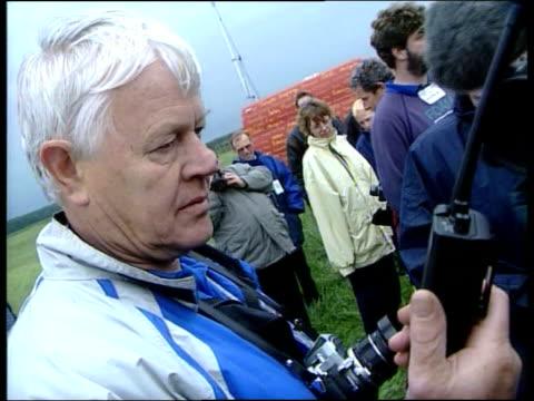 vídeos y material grabado en eventos de stock de british land speed record broken england north yorkshire elvington ext 'vampire' along to break british land speed record pan one of organiser's... - personal organiser