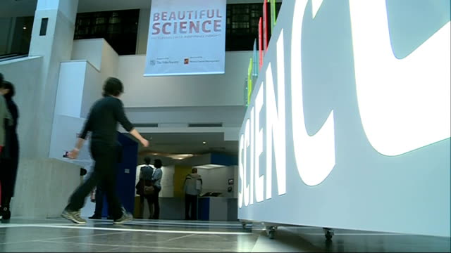 british library 'beautiful science' exhibition; england: london: the british library: int visitor looking at exhibit in 'beautiful science'... - チャールズ・ダーウィン点の映像素材/bロール