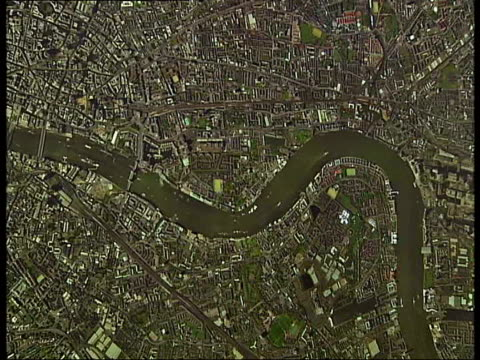 vídeos de stock e filmes b-roll de british library shows new london 'life in maps' exhibition england london king's cross british library int * * music overlaid on the following shots... - itv london tonight weekend