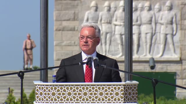 british minister of state for europe and the americas alan duncan speaks at a commemoration ceremony marking the 103rd anniversary of the gallipoli... - alan duncan stock-videos und b-roll-filmmaterial