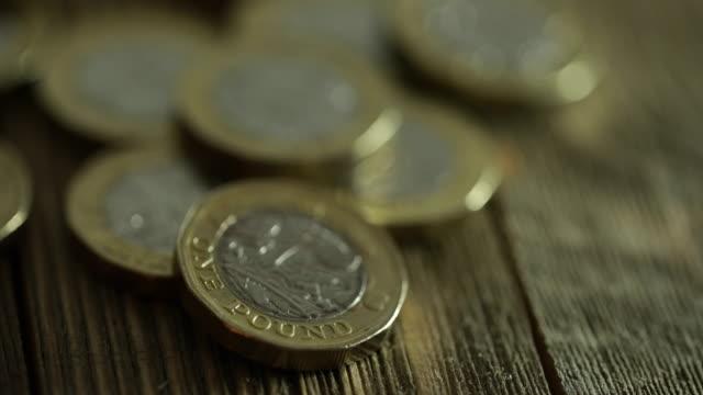british money - 4k - valuta britannica video stock e b–roll