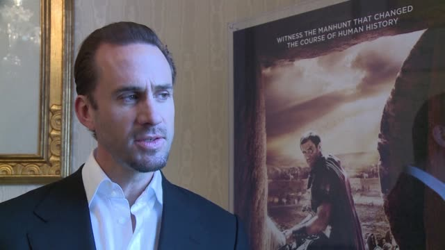 vídeos y material grabado en eventos de stock de british movie star joseph fiennes talks about his new film risen in which he plays a roman soldier investigating the disappearance of jesus christs... - roman soldier