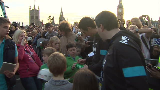 clean british olympic gold maeallist and team sky pro cycling leader sir bradley wiggins signing autographs after tour of britain finishes in london... - tour of britain stock-videos und b-roll-filmmaterial