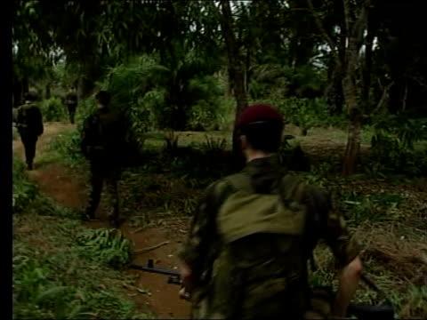 stockvideo's en b-roll-footage met role lib british paratroopers on patrol thru jungle paratroopers in jeep - franse overzeese gebieden