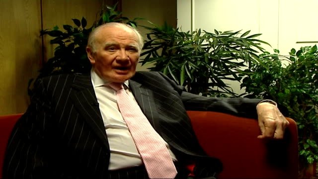 british plans to reduce troops in basra england london int sir menzies campbell mp interview sot on need for new strategy involving phased withdrawal... - sir menzies campbell bildbanksvideor och videomaterial från bakom kulisserna